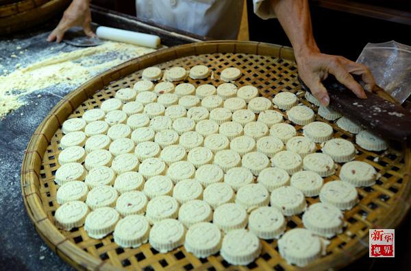 正宗的手工制作杏仁饼.