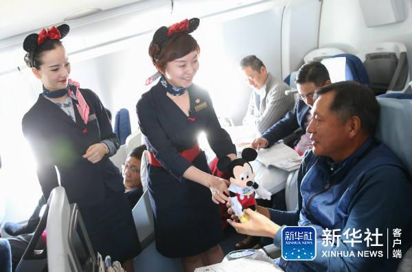 上海迪士尼度假区主题彩绘飞机亮相