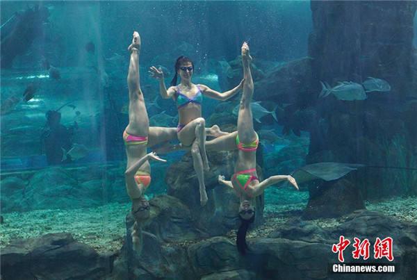 水下的女孩壁纸