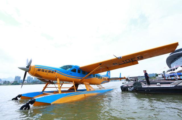 广西柳州:水上飞机助力观光旅游