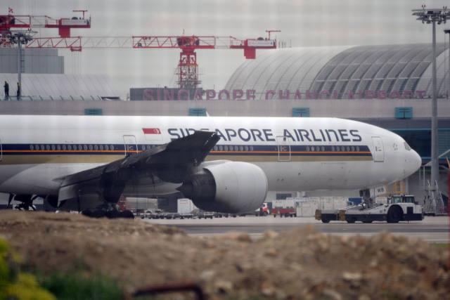 新加坡航空一架飞机机翼起火