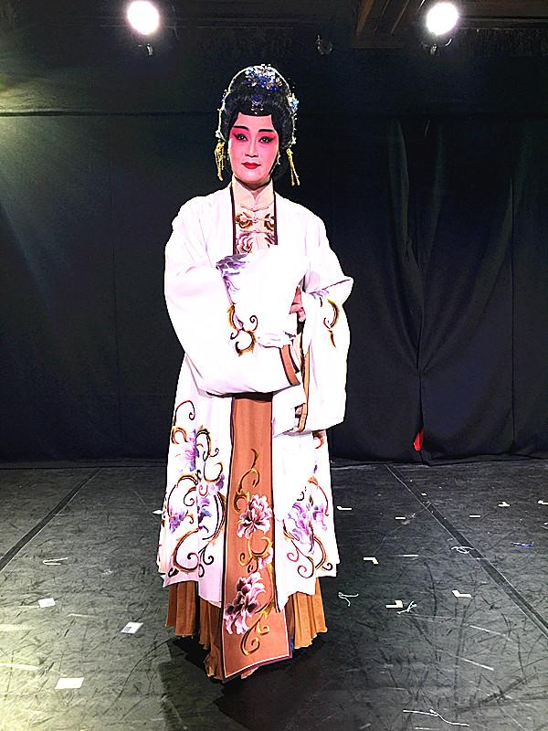 2016年8月9日,湖南昆剧团团长罗艳在昆曲版《罗密欧与朱丽叶》中扮演朱丽叶的母亲。(新华社记者吴丛司摄)