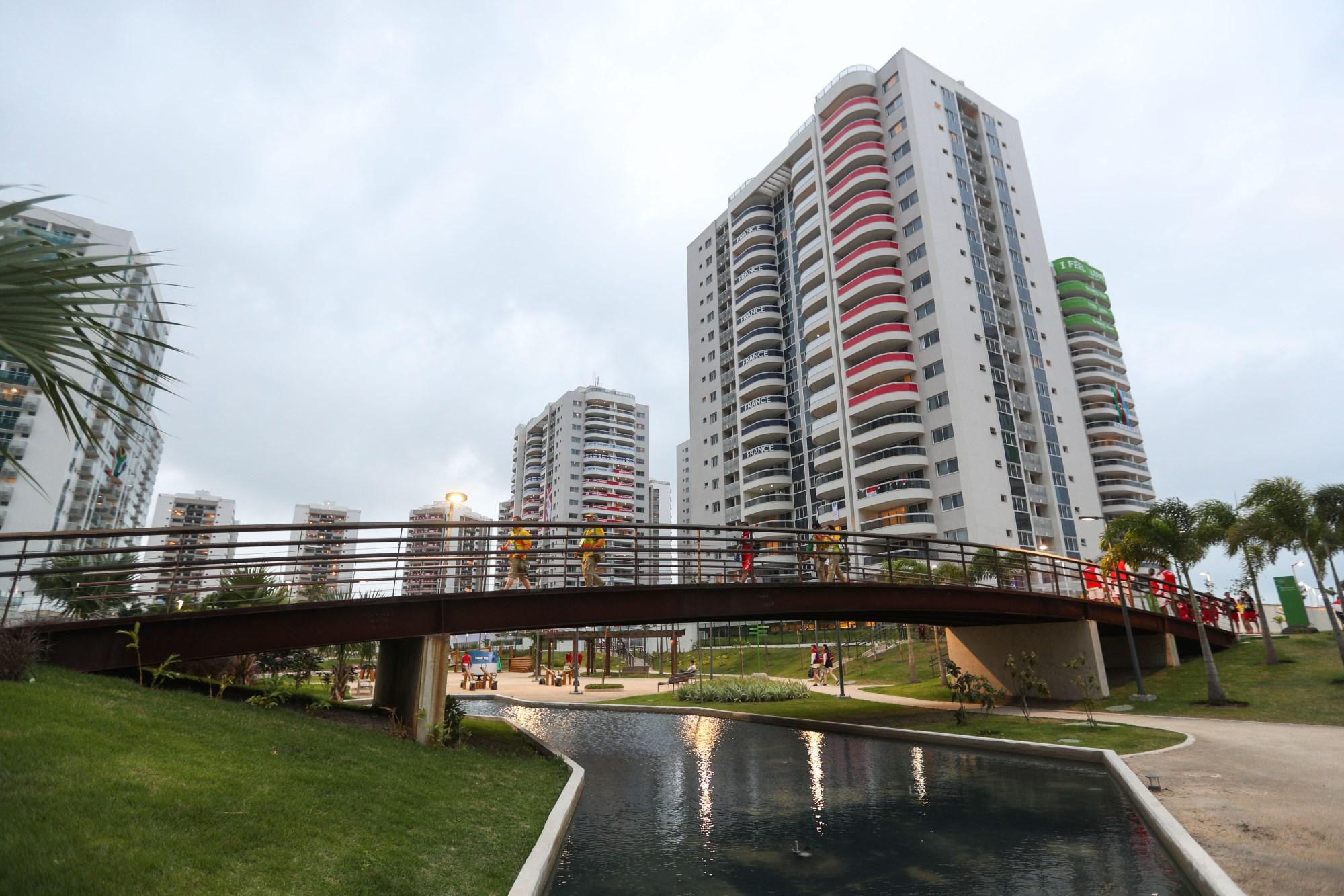 这是8月2日拍摄的里约奥运村。新华社记者郑焕松摄。