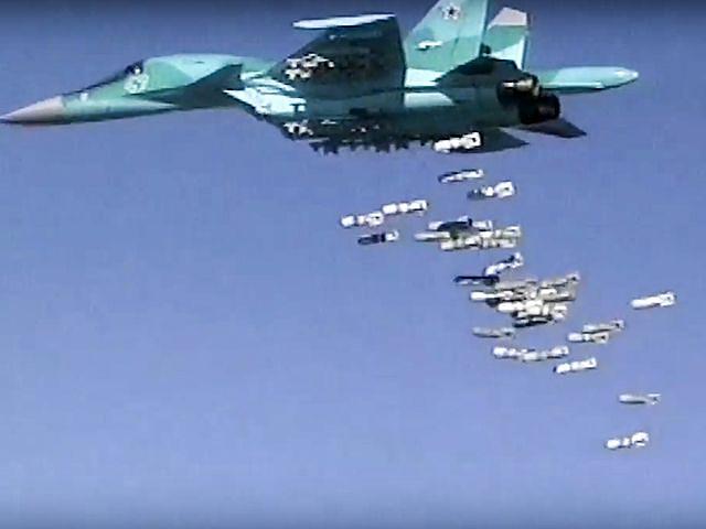 8月18日视频截图:俄罗斯苏-34战机对阿勒颇目标展开恐袭。(图片来源:新华/美联)