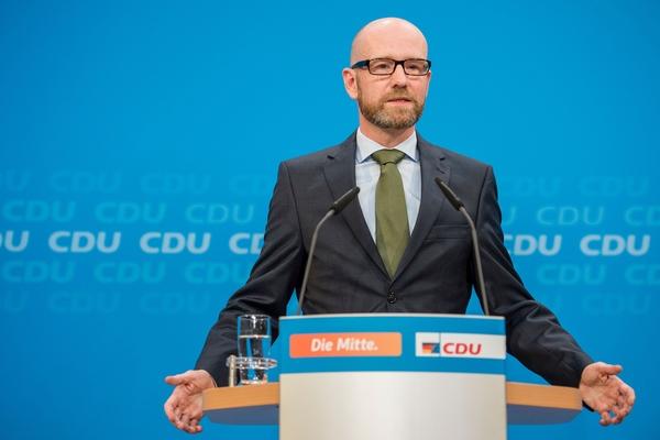 9月4日,基民盟总书记彼得·陶贝尔在柏林讲话。(新华/法新)