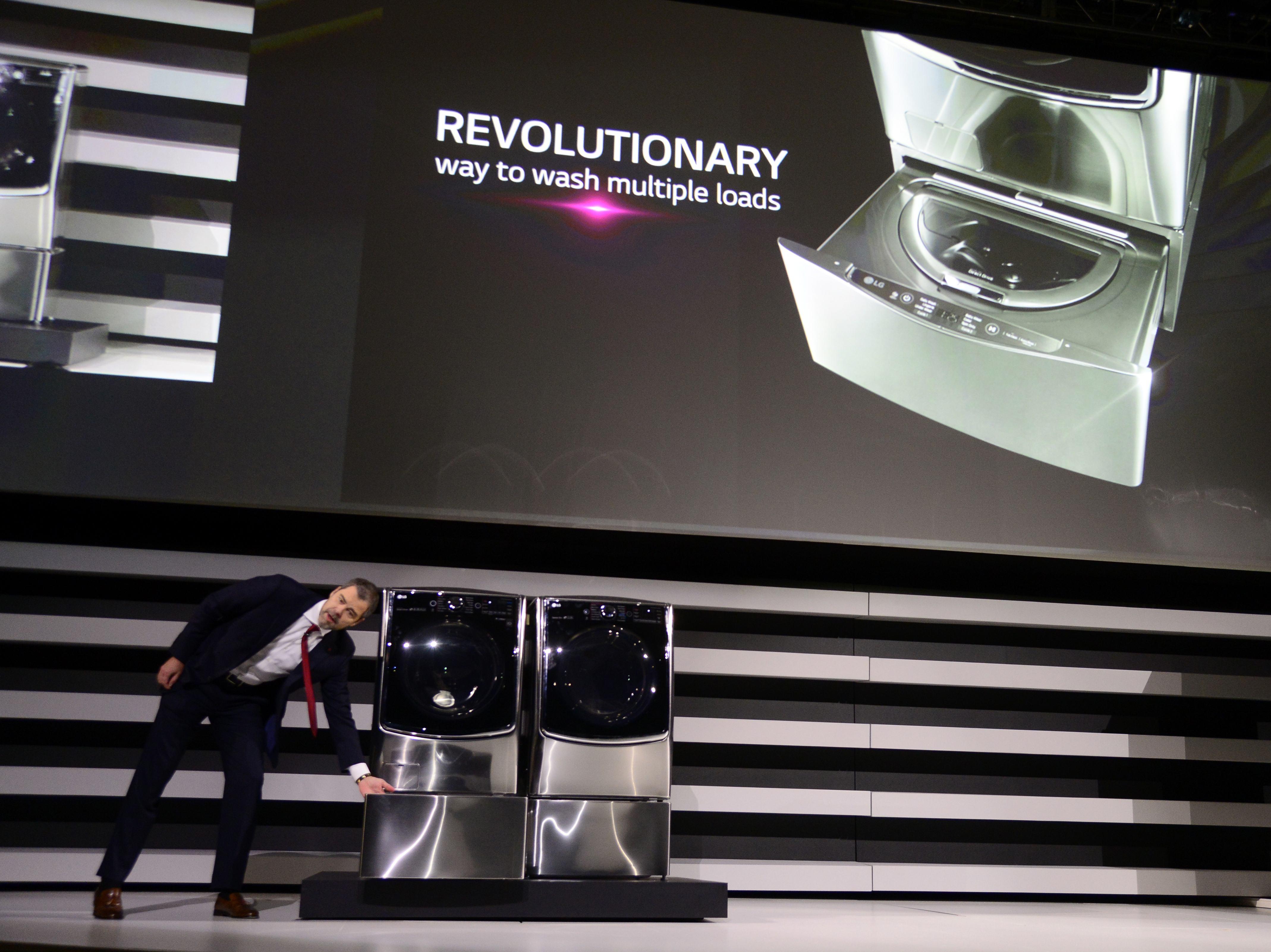 图为LG新款双桶洗衣机。(图片来源:新华社)