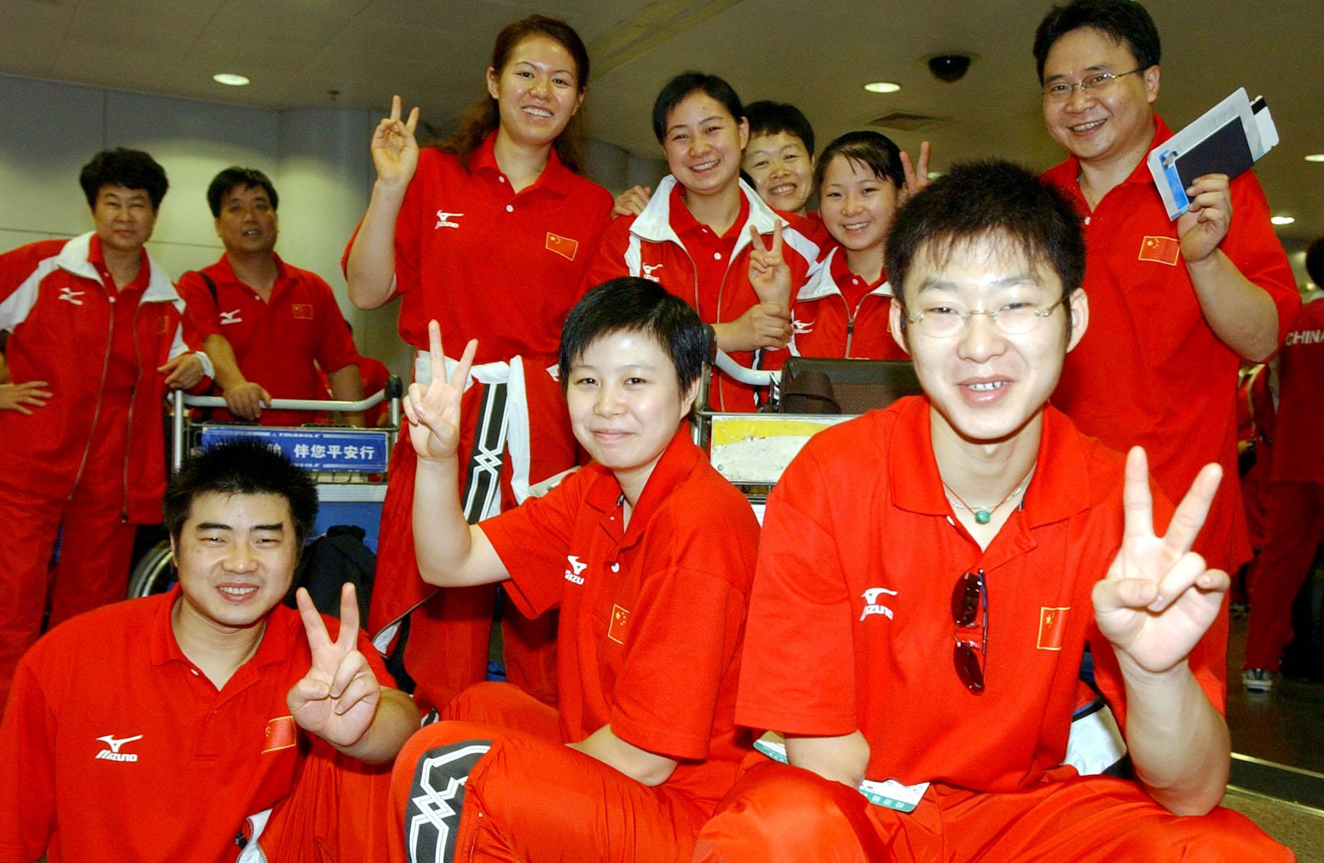 中国残疾人体育代表团出征雅典 ↑新华社记者庞兴雷摄