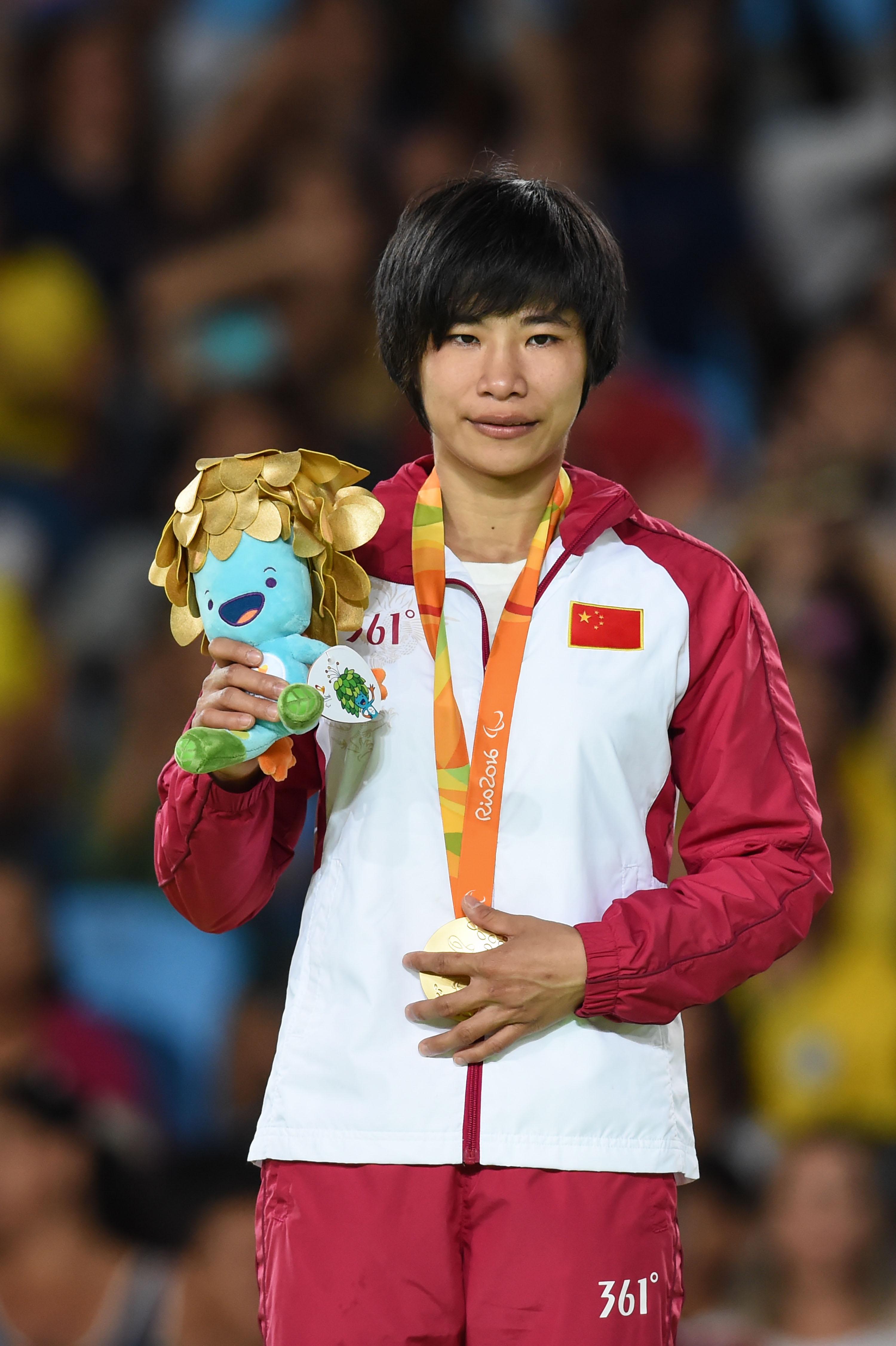 李丽青在颁奖仪式上↑新华社记者欧东衢摄