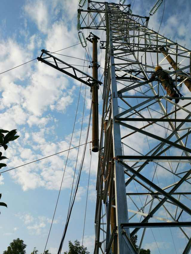 高压输电线路110千伏王莲Ⅰ线原027号水泥砼杆进行了