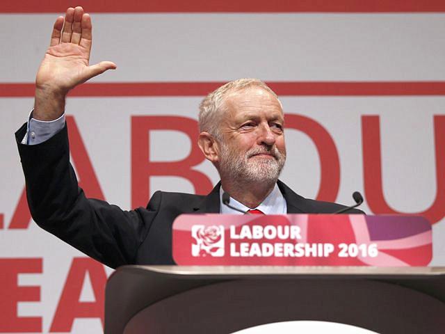 9月24日,利物浦,科尔宾在工党领导人选举会议上向与会者致意。(图片来源:新华/路透)