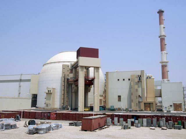 资料:布什尔核电站(2010年拍摄)。(图片来源:新华/路透)