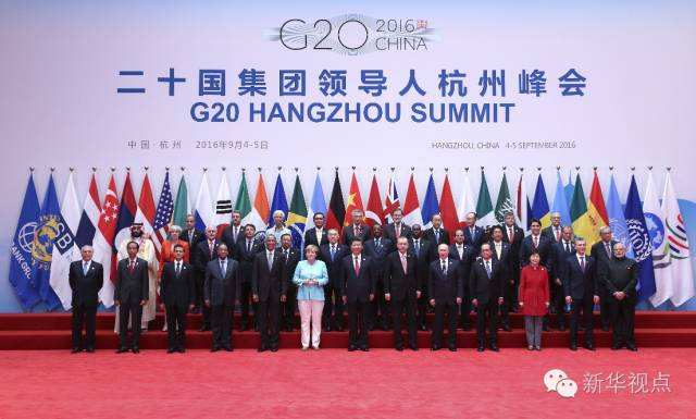 在杭州国际博览中心,习主席迎接出席G20峰会的G20成员领导人、嘉宾国领导人和有关国际组织负责人,和大家一一握手,并合影留念。