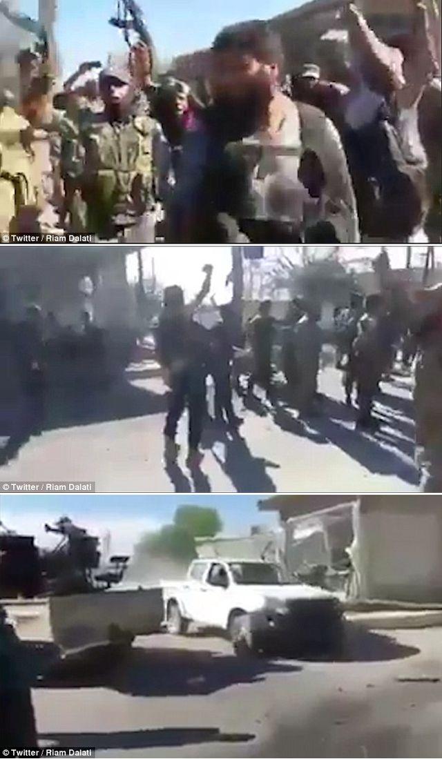 叙利亚北部拉伊镇,美军士兵遭当地武装辱骂。(图片来源:英国《每日邮报》)