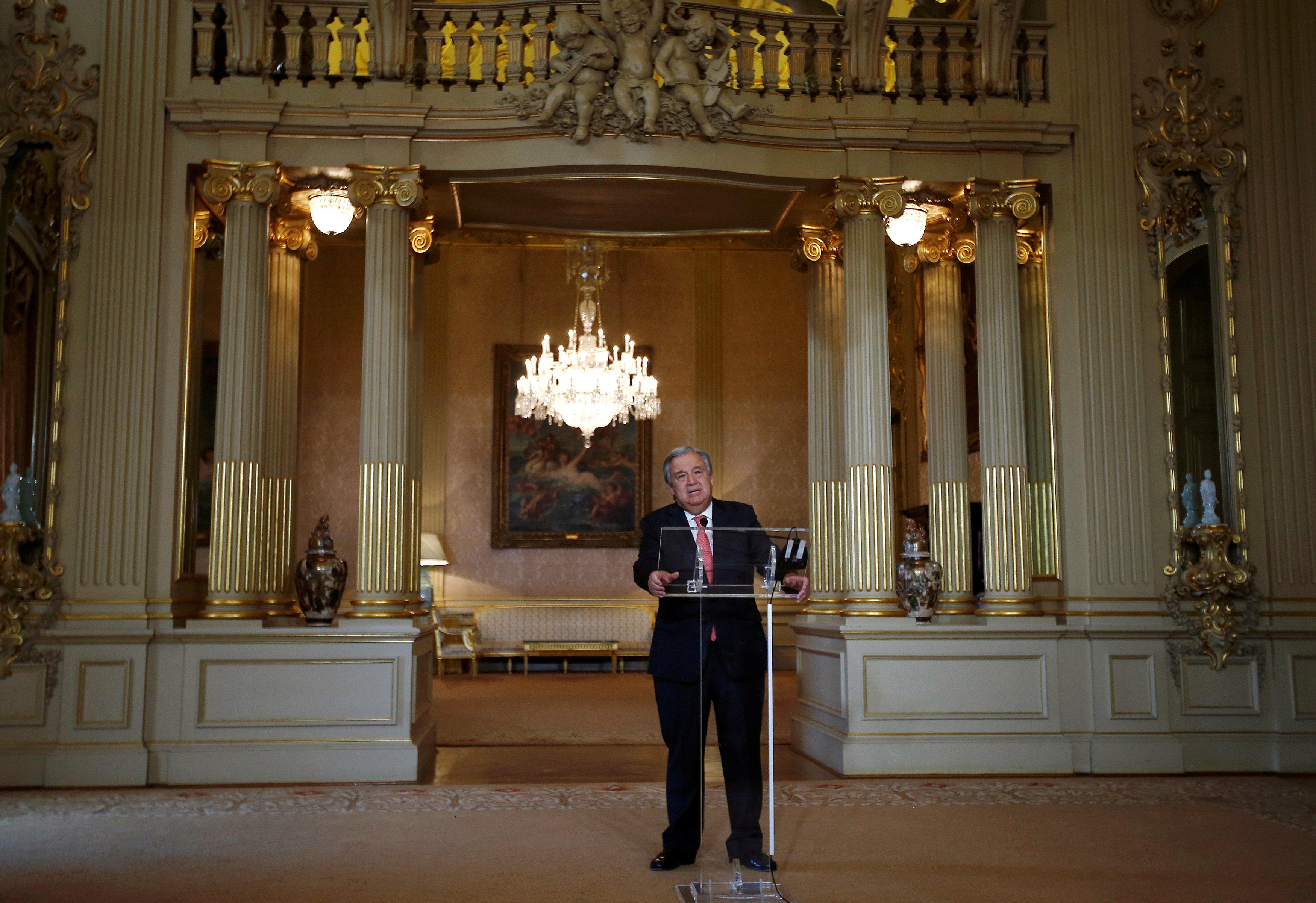 10月6日,在葡萄牙首都里斯本,刚获得联合国秘书长提名的安东尼奥·古特雷斯出席新闻发布会。(图片来源:新华社/路透)
