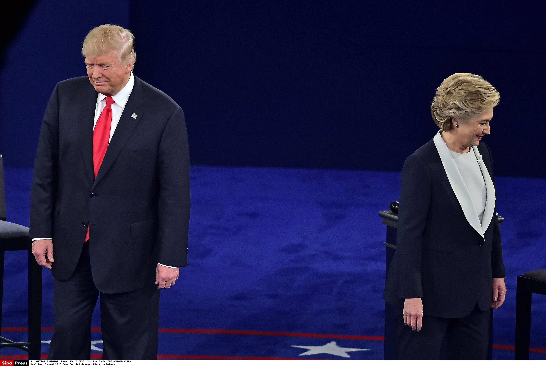 10月9日晚,美国共和党总统候选人唐纳德·特朗普与民主党总统候选人希拉里·克林顿在华盛顿大学展开第二轮电视辩论。(图片来源:新华社/西霸)