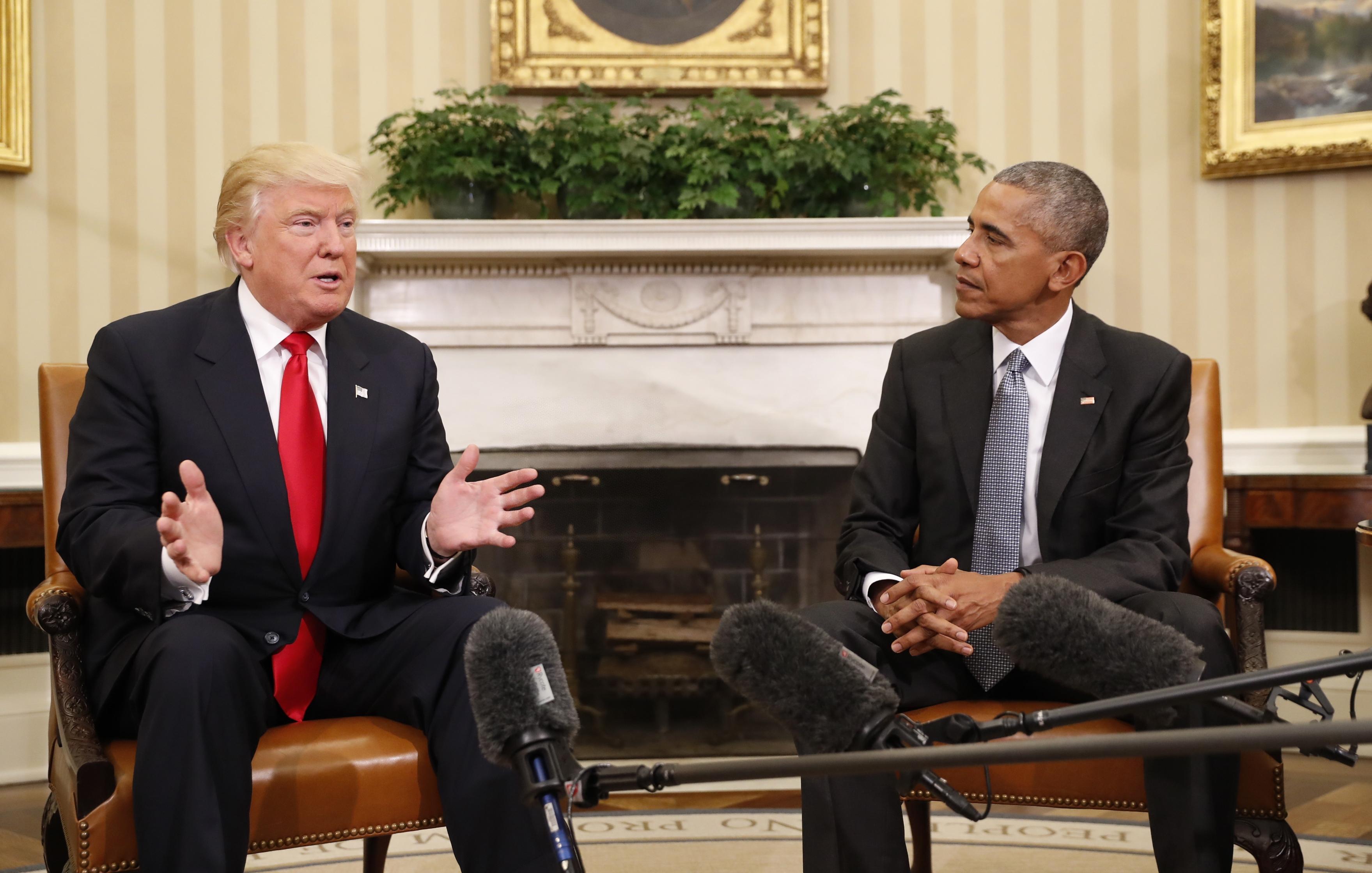 11月10日,特朗普访问白宫,与美国现任总统奥巴马就权力交接事宜举行首次会晤。(新华社/美联)