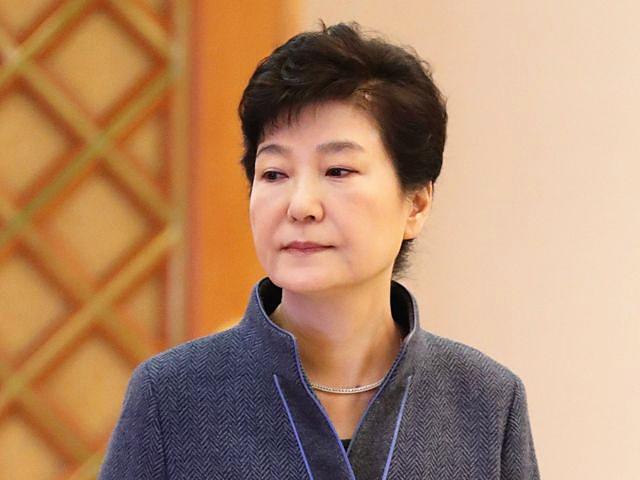 11月18日,韩国总统朴槿惠在青瓦台总统府出席新官员任命仪式。(新华/路透)