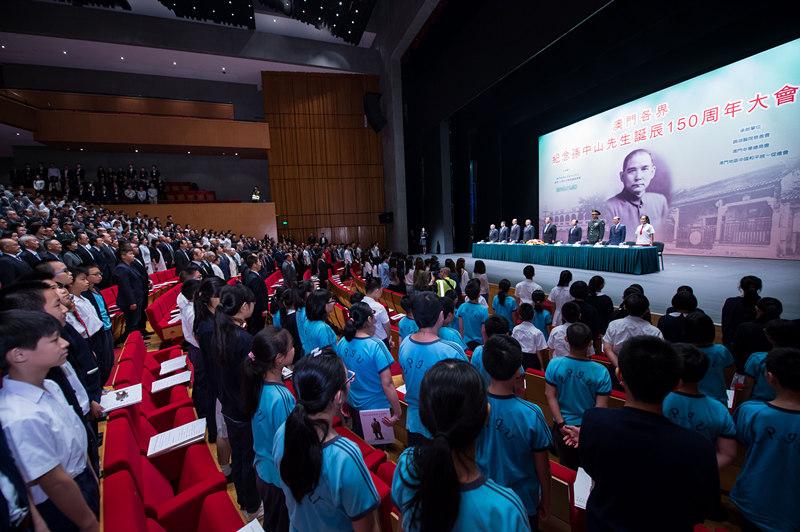 11月8日,澳门各界纪念孙中山先生诞辰150周年大会在澳门文化中心隆重举行。 新华社记者 张金加 摄