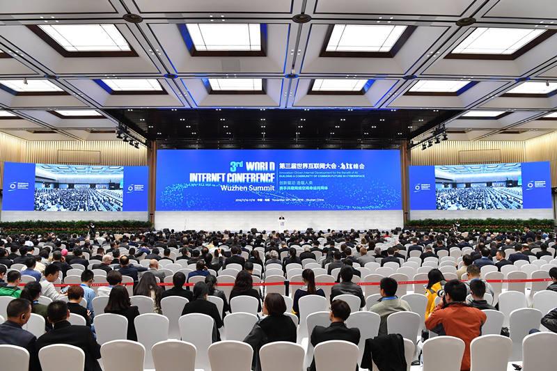 11月16日,第三届世界互联网大会全体会议在浙江乌镇互联网国际会展中心举行。 新华社记者 李鑫 摄