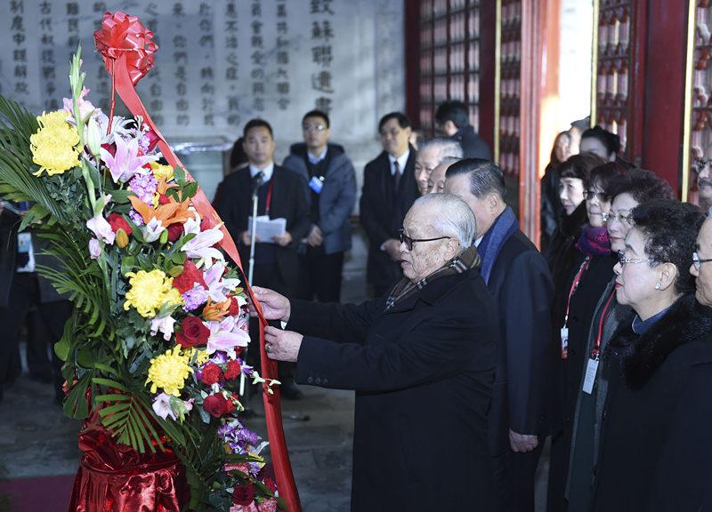 11月11日,纪念孙中山先生诞辰150周年晋谒衣冠冢仪式在北京香山碧云寺举行。新华社记者 张领 摄
