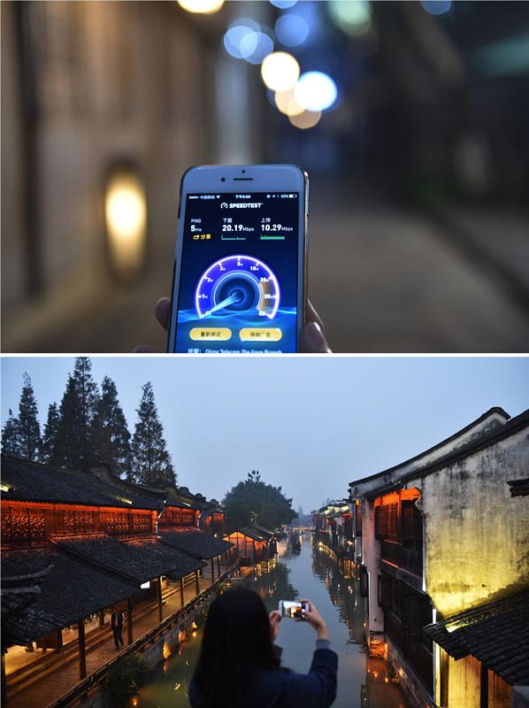 一名游客在乌镇景区使用手机测试覆盖的无线网络,下载速率每秒达到20兆(拼版照片,11月14日摄)。乌镇景区免费无线网络已实现全覆盖。新华社记者 黄宗治 摄