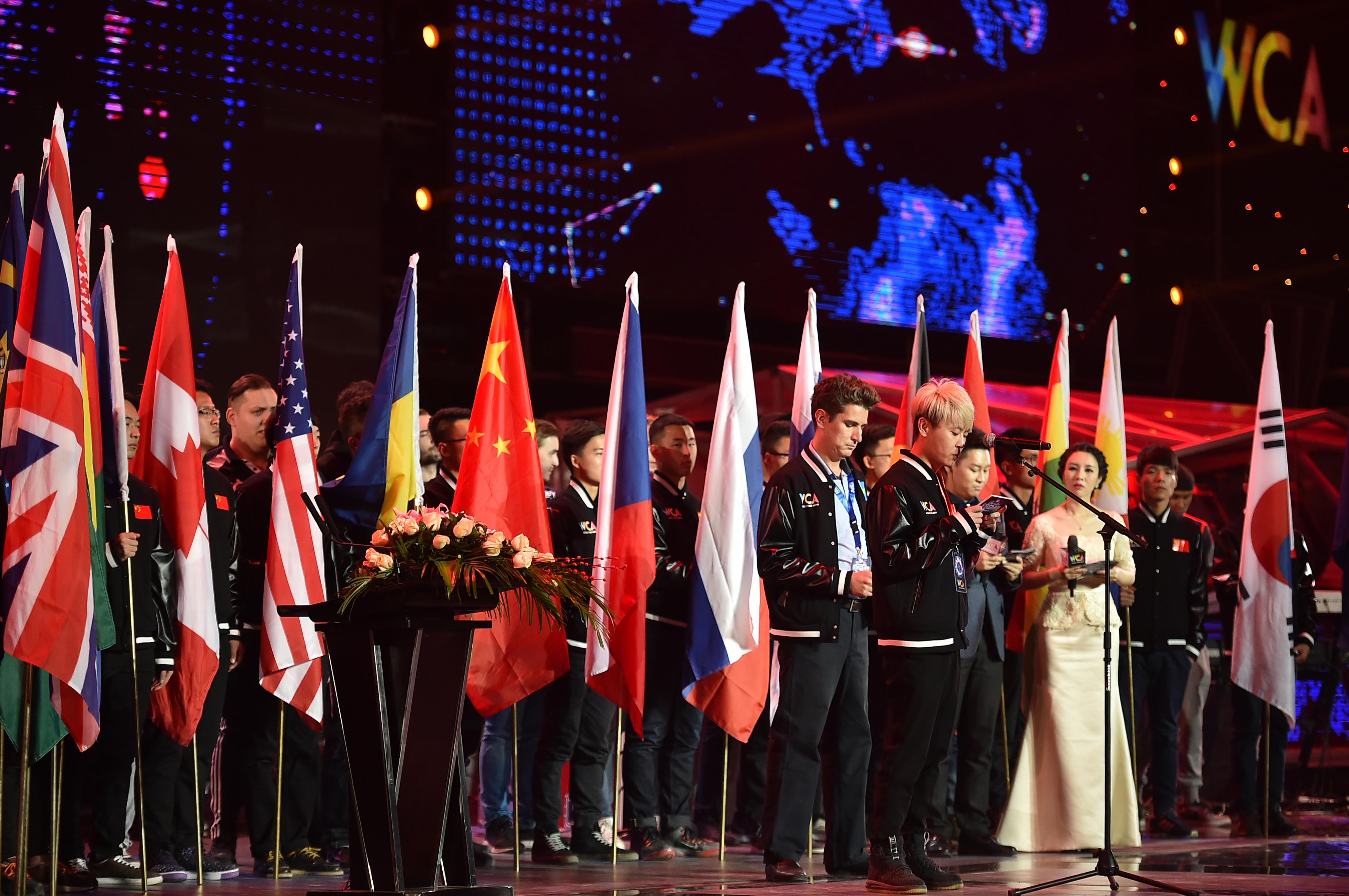 ↑参赛运动员代表在进行宣誓