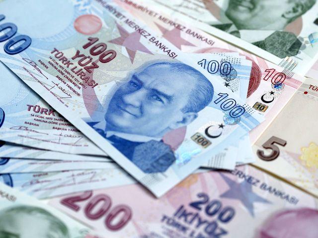 土耳其货币里拉。(新华/路透)