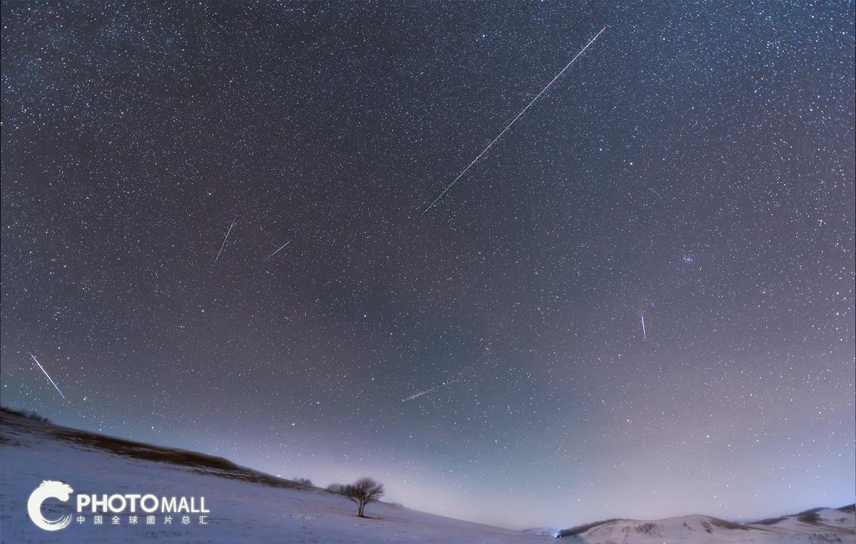 ↑1月3日拍摄的内蒙古赤峰市克什克腾旗乌兰布统乡的象限仪流星雨。CICPHOTO/何舜成 摄