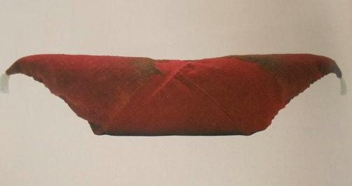1999年尉犁县营盘24号墓出土的鸡鸣枕