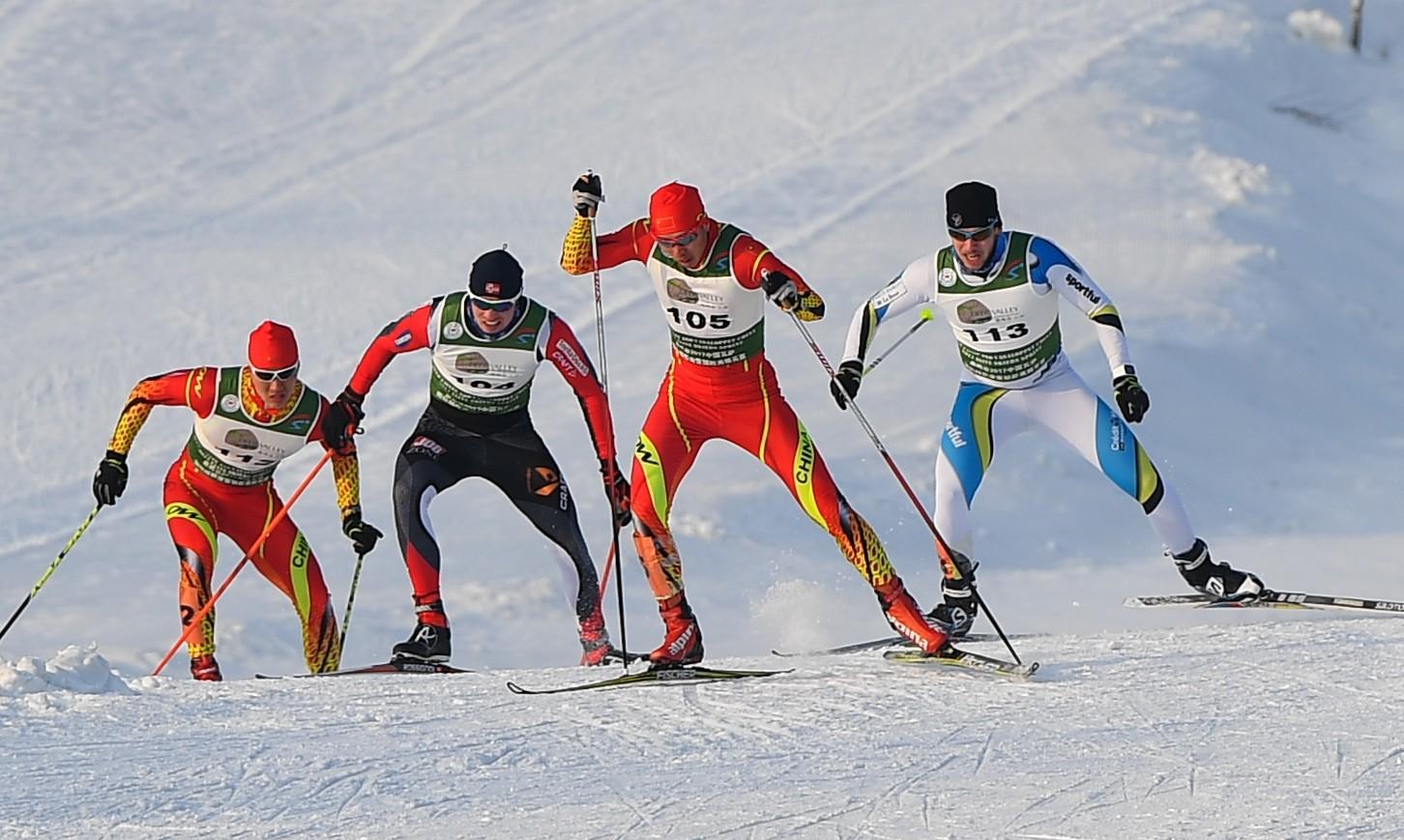 1月3日,2017国际雪联越野滑雪中国巡回赛长春站比赛在长春鹿鸣谷举行。新华社记者许畅摄