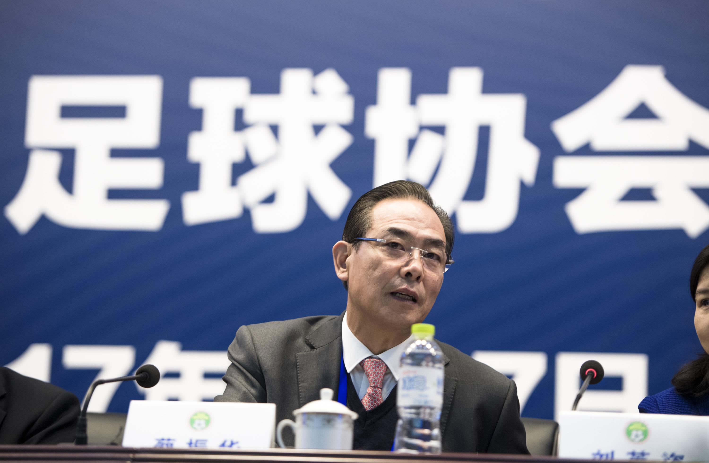 中国足协主席蔡振华在会议现场。新华社记者肖艺九摄