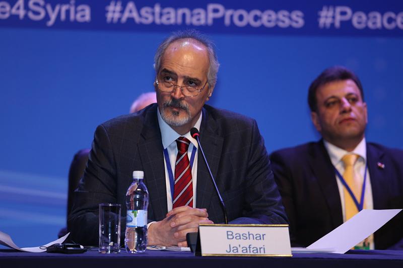 1月24日,叙利亚政府代表团团长贾法里在阿斯塔纳举行的记者会上发言。(新华社发,奥斯帕诺夫摄)