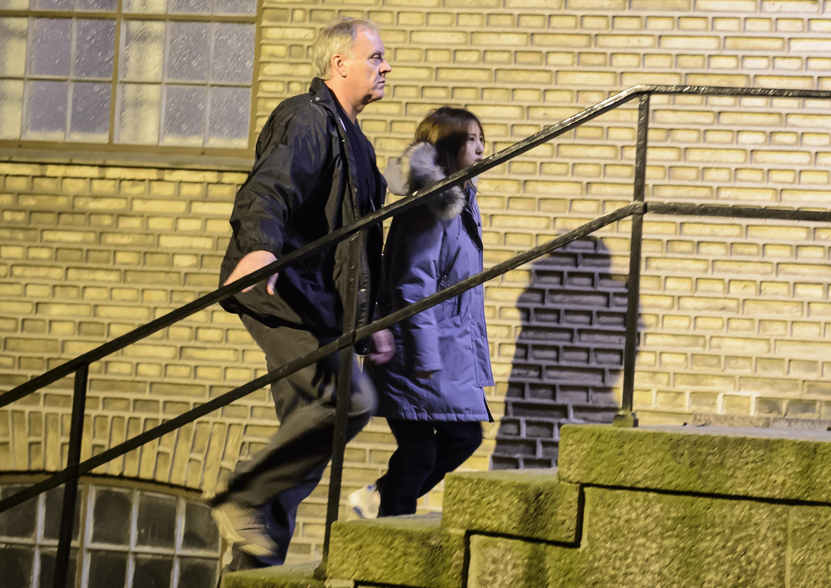 1月2日,在丹麦奥尔堡市,崔顺实的女儿郑某在出席听证会后被拘押。(新华/美联)