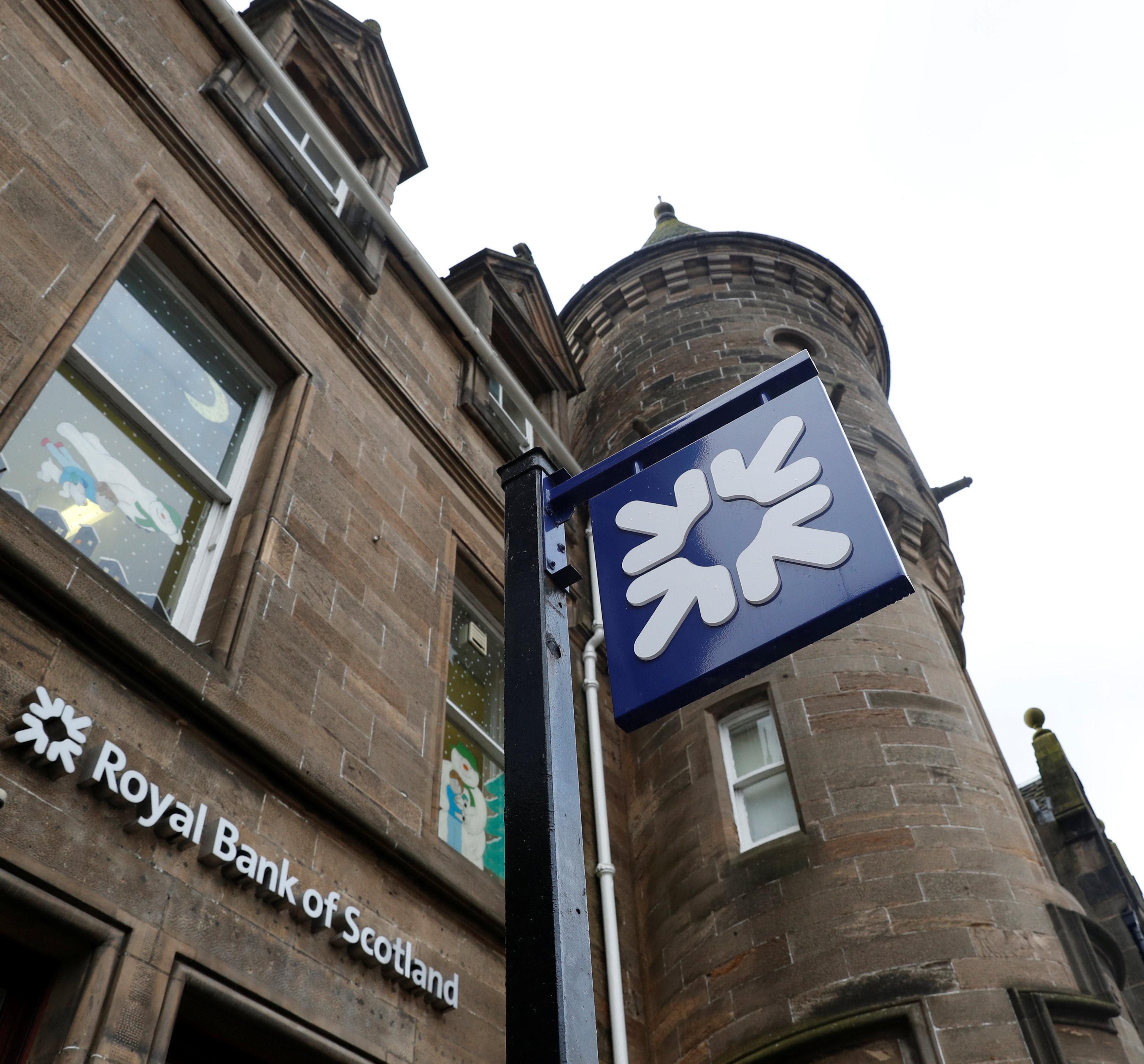 这是2017年2月8日在英国苏格兰林利思戈拍摄的苏格兰皇家银行标识。新华社/路透