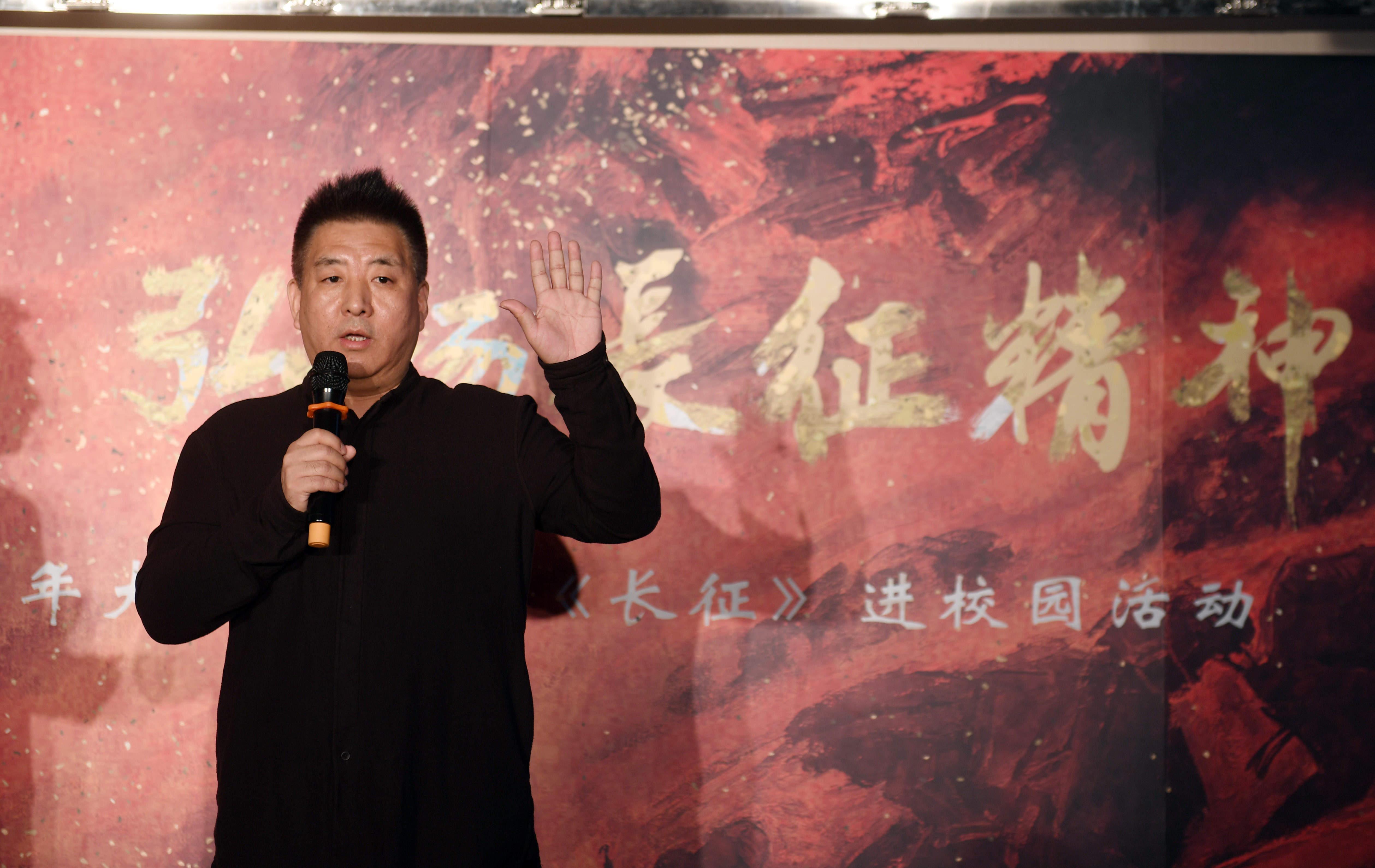 纪录片《长征》总导演闫东在中国人民大学与师生分享该片的创新和特色(2016年10月10日摄)。 新华社记者 金良快 摄
