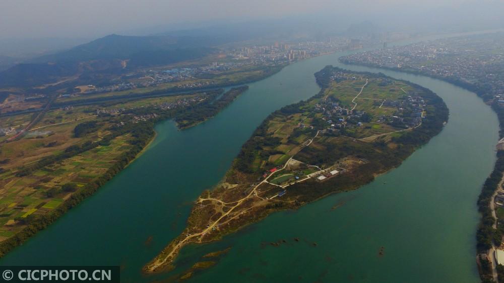 ↑2月19日拍摄的珠江上游融江广西柳州市融安县长安镇大洲村段江面。