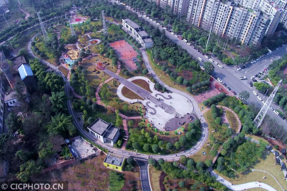 """↑2017年2月12日拍摄的位于重庆市九龙坡区的""""小提琴公园""""。CICPHOTO/赵俊超 摄"""