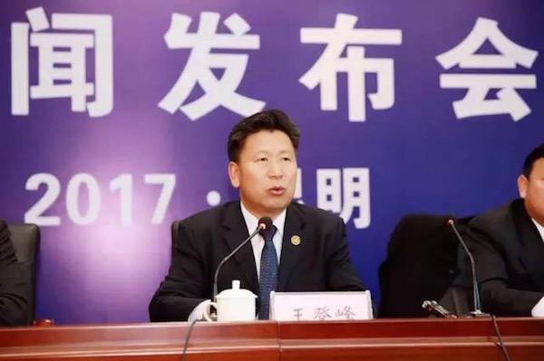 ↑图为教育部体育卫生与艺术教育司司长、全国校足办主任主任王登峰