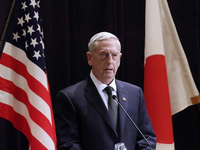 2月4日,日本东京,美国国防部长马蒂斯在新闻会上发表讲话。(新华/美联)