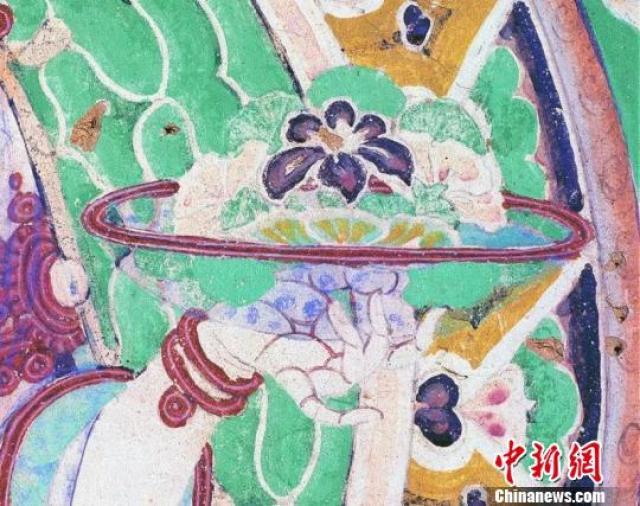 详情  根据敦煌壁画记载,净土世界的莲花池里,常有戏水的小儿.图片