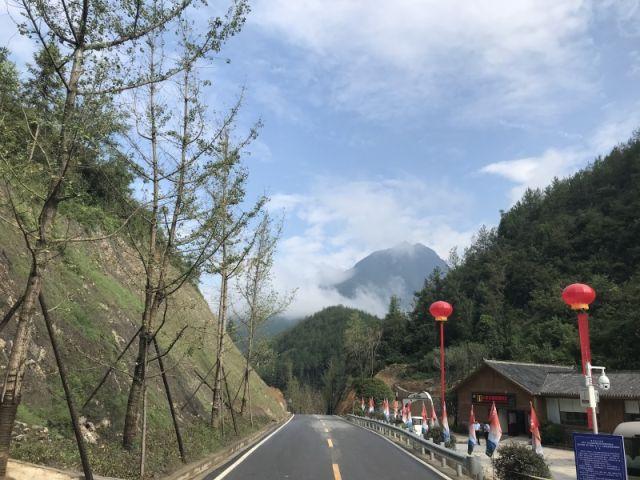 巴山大峡谷旅游扶贫景区掠影.新华社记者任硌摄.
