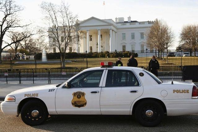 资料:特工在白宫前执勤警戒。(新华/路透)