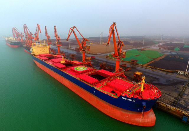 这是4月20日航拍的广西北海铁山港码头。 新华社记者 黄孝邦 摄