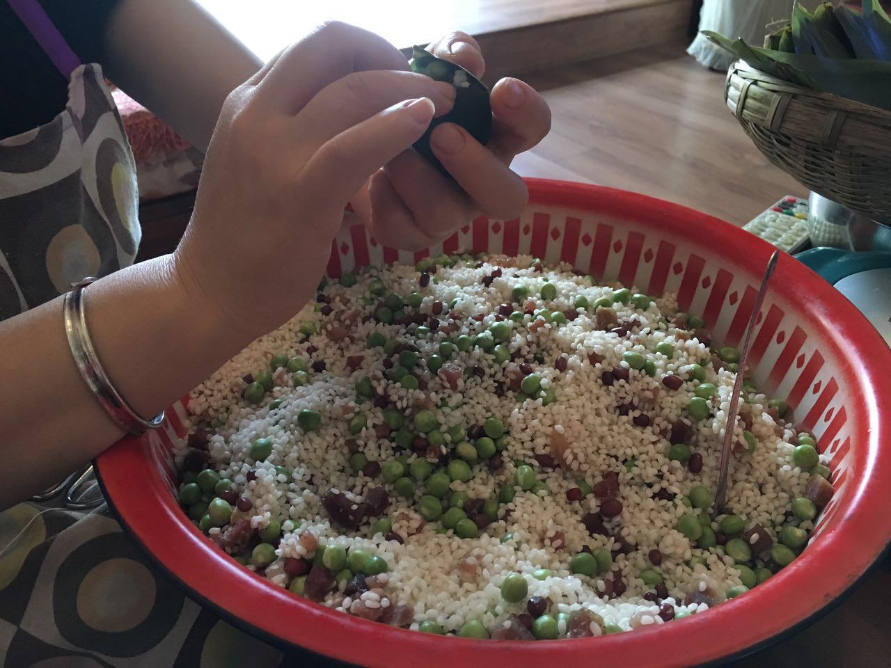 图为格桑彭措家准备的辣味粽子馅。受访者供图