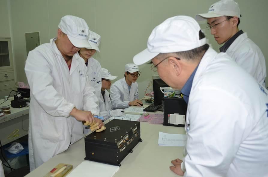 HXMT卫星的中能望远镜团队自主研制的硅—PIN探测器性能达到国际先进水平。