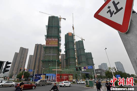 资料图:一处商品房在建中。 <a target='_blank' href='http://www.chinanews.com/' _fcksavedurl='http://www.chinanews.com/'></p>中新社</a>记者 吕明 摄