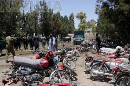 这是6月22日在阿富汗拉什卡尔加拍摄的汽车炸弹袭击现场。 (新华社发)