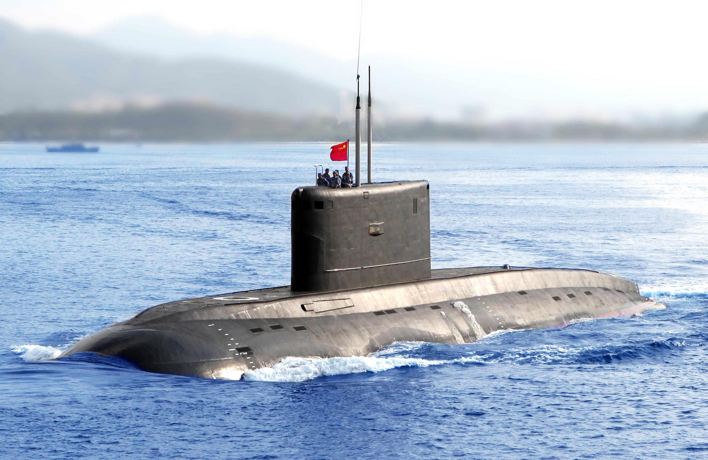 海军372潜艇起航驶离军港,奔赴深海大洋(资料照片)。(新华社发 万俊成摄)