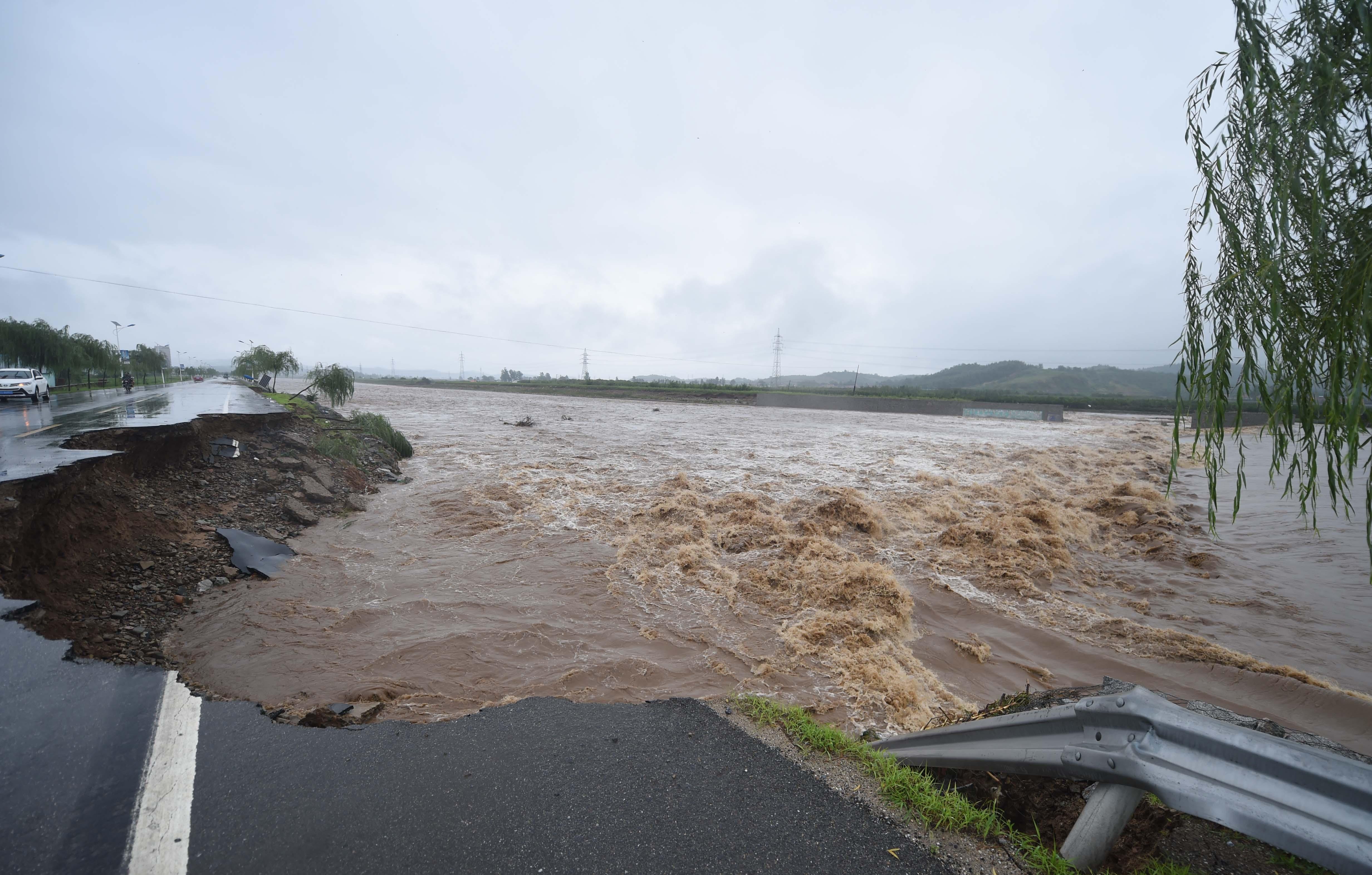 辽宁岫岩遭遇暴雨袭击 部分乡镇受灾