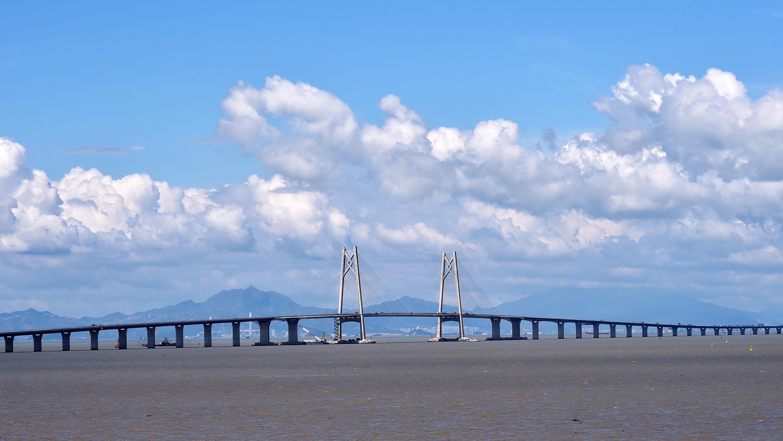 2017年7月7日,港珠澳大桥实现了主体工程全线贯通,历史性地将香港、珠海、澳门连在一起。(2017年7月5日摄)新华社记者 梁旭 摄